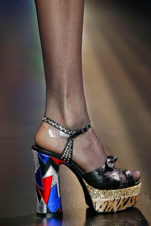 Saint-Laurent-Paris-Fashion-Week-spring-summer-2015-sandal-01