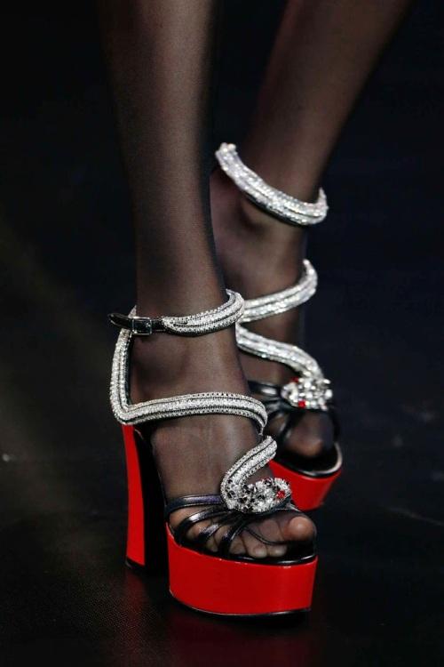 Saint-Laurent-Paris-Fashion-Week-spring-summer-2015-sandal-02