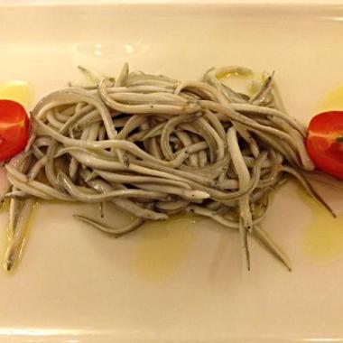 ensalada-de-angulas-frescas-restaurante-bonanova-barcelona_2-52a3433159470